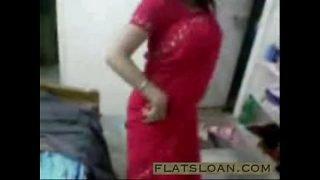 See desi fuck video of Indian Housewife Bindu