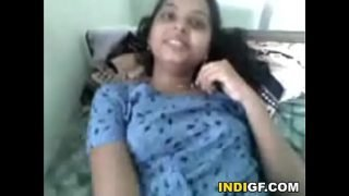 Indian Teen Reveals Her Tits